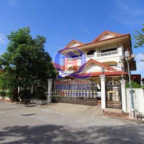 บ้านสวย 3ชั้น หมู่บ้านปรีชา (ซ.รามคำแหง158) 151ตร.วา  พื้นที่กว้าง 694ตร.เมตร ทำเลดีมากโครงการติดถนนรามคำแหง ราคาพิเศษ ด่วน
